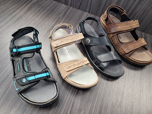 Four supportive sandals with adjustable straps